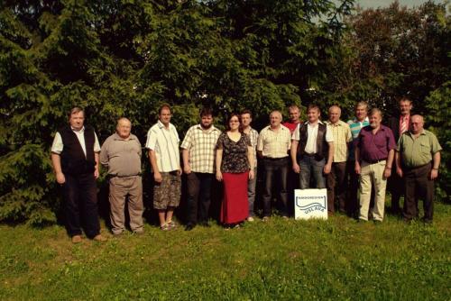 Společné foto zástupců obcí MRÚ společně sVlastimilem Vrátníkem aZdeňkem Šrámkem (vlevo), kteří vedli mikroregion vminulém období