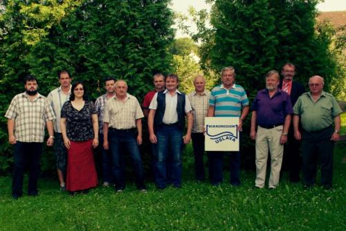 Využili jsme setkání zástupců obcí mikroregionu Úslava navalné hromadě dne 19.6.2012 vChocenicích avyfotili jsme se.